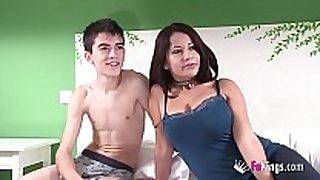 Susana teaches jordi how to do anal