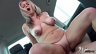 Povbitch super sexy mama with bouncing monster bo...