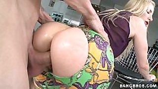 Blonde milf with a great booty fucked