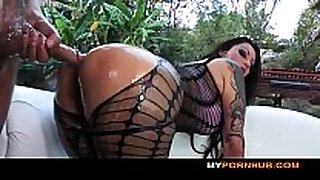 Big-booty dark brown slut nikita denice is oiled ...