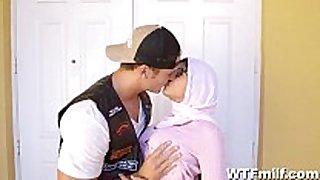 Mia khalifa 3some