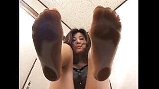 4 oriental gals with perspired feet under glass