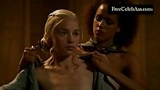 Emilia clarke naked in the washroom game of thrones ...