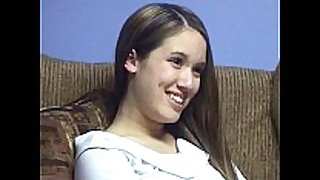 Dã©butante 18-20 ans se gode sur xxxfilles-chau...