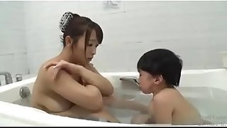 Asian mom with vest-pocket-sized mini man bath screwing